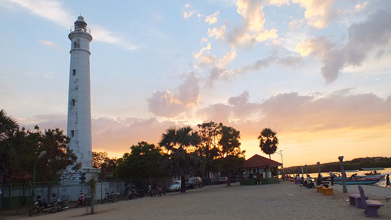 Batticaloa Lighthouse Evening Time | Image By - Tharsan Sriranganathan, CC BY-SA 3.0 Via Wikimedia Commons