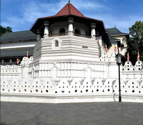 The Temple of the Sacred Tooth Relic | Image Credit - lavanikit Via Instagram