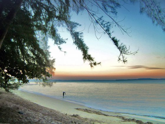 Changi beach | Image Credit - Calvin Teo assumed (based on copyright claims), CC BY-SA 2.5 Via Wikimedia Commons